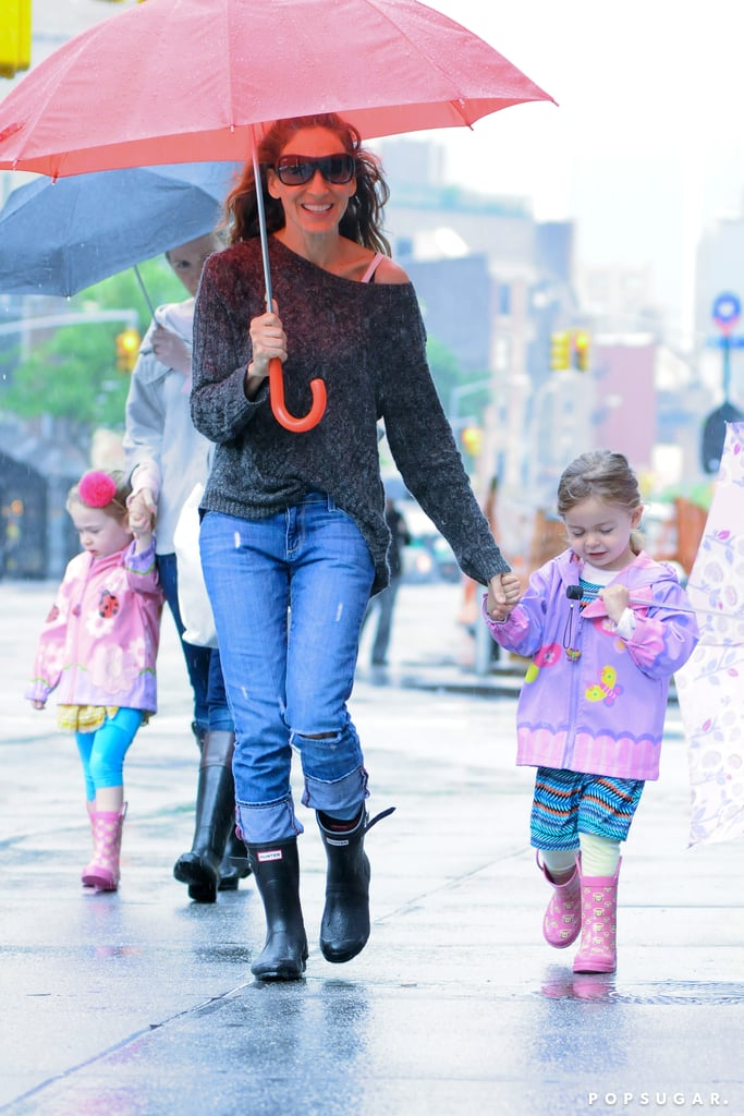 Sarah Jessica Parker walked her twins Tabitha and Loretta to school in the rain on Friday in NYC.