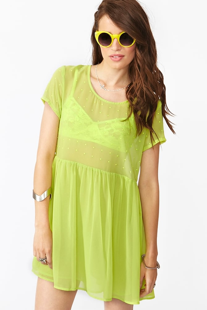 This neon dress was made for the weekend.