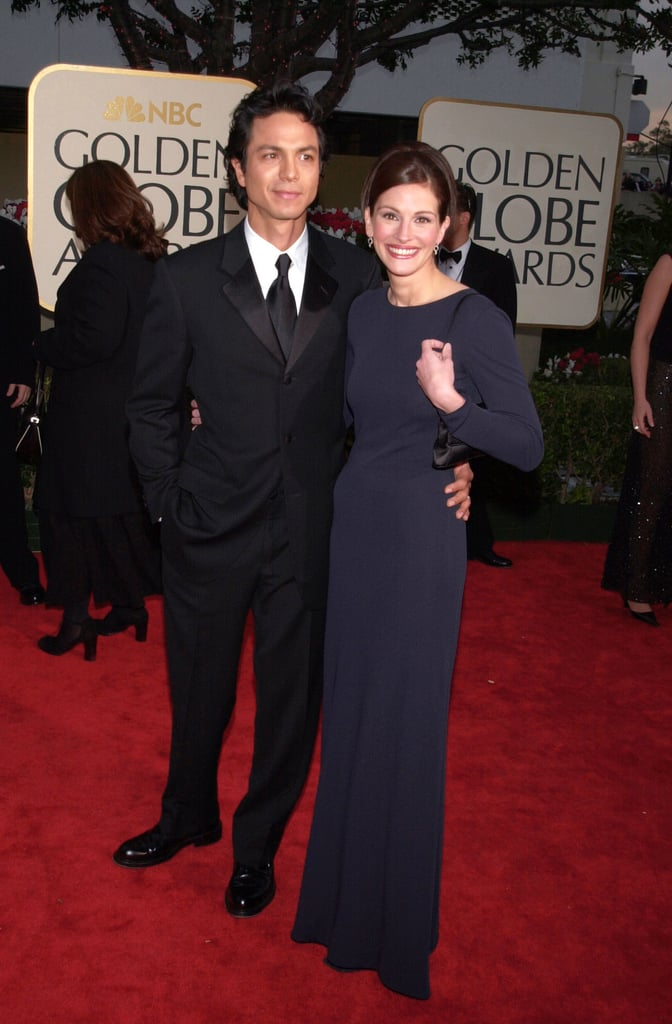 A midnight navy Giorgio Armani sheath, mini satin handbag, and tiny drop earrings were all Julia needed to stun at the 2001 Golden Globe Awards.