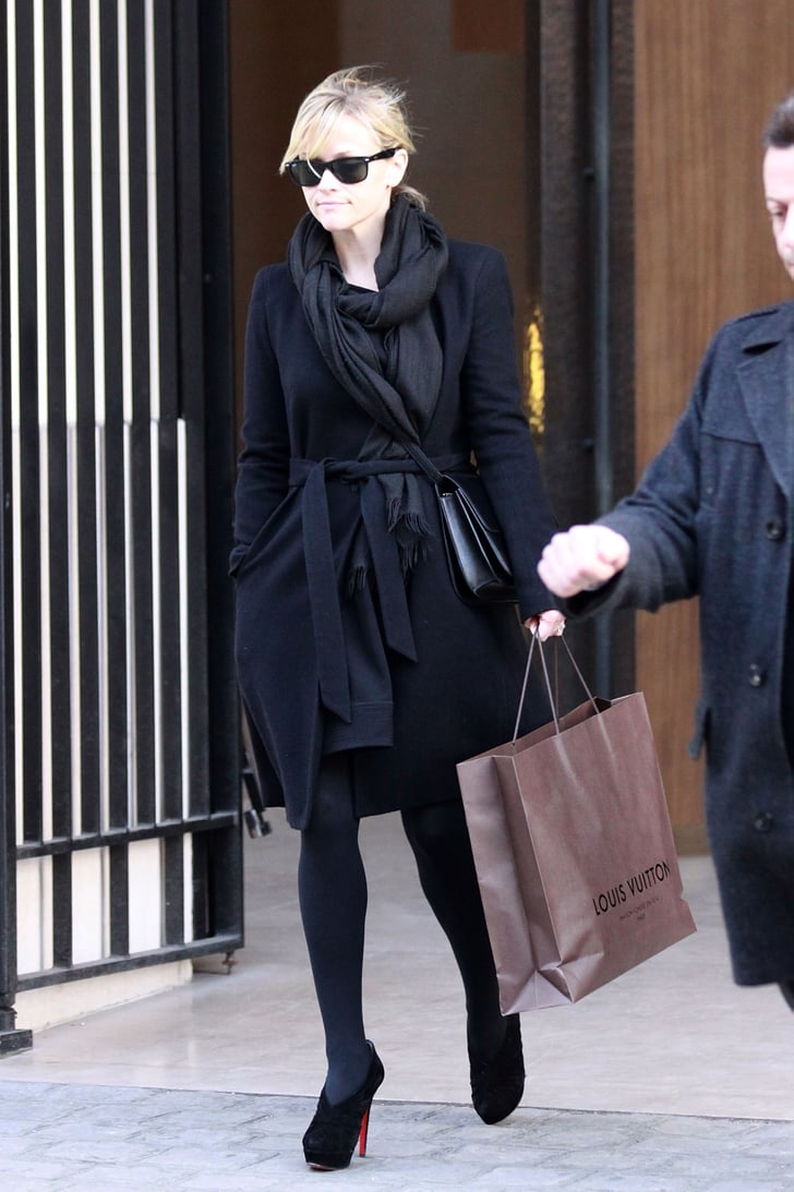 Pictures of Reese Witherspoon Shopping in Paris 2011-01-21 13:15:00