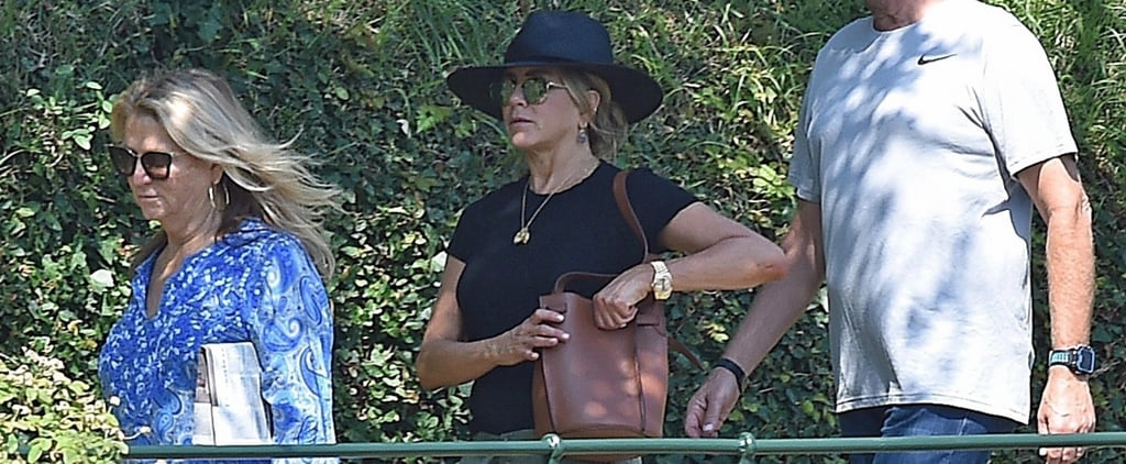Jennifer Aniston Black Sandals With Toe Loop in Italy 2018