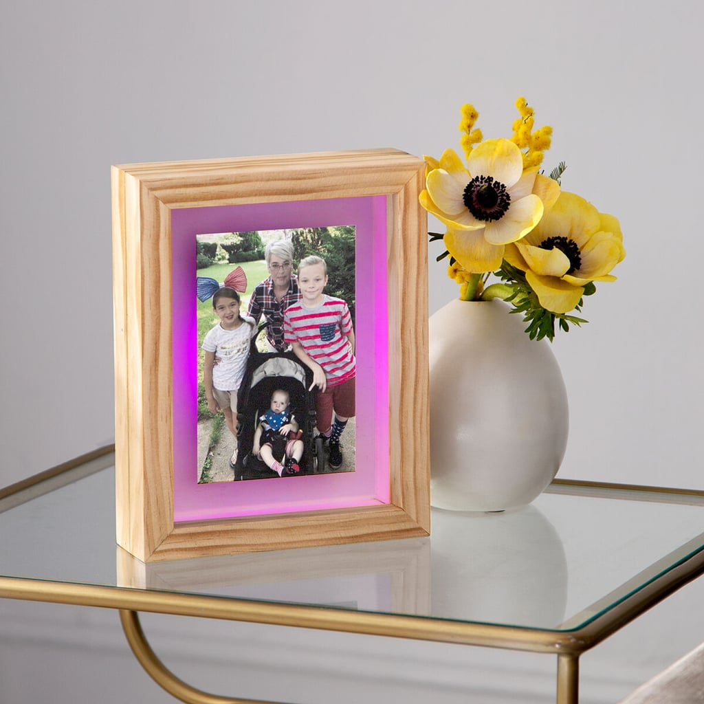 Long-Distance Friendship Frames Light Up With a Touch