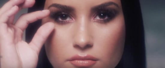 Watching Demi Lovato Take Off Her Makeup Is Oddly Satisfying — We Can't Look Away