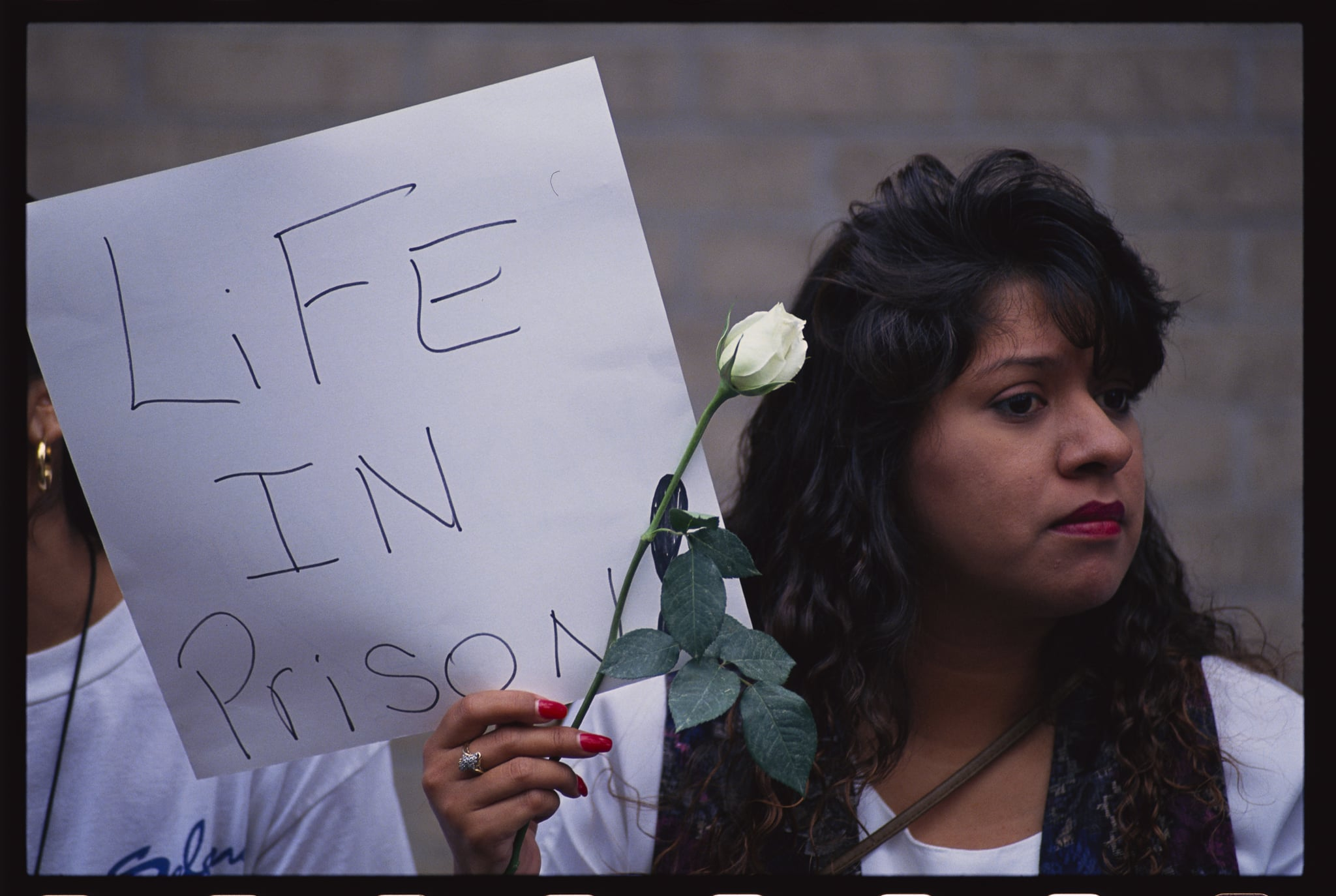 A Selena fan holds a sign outside the courthouse in Houston, Texas where the slain singer's murder trail is being heard. (Photo by © Greg Smith/CORBIS/Corbis via Getty Images)