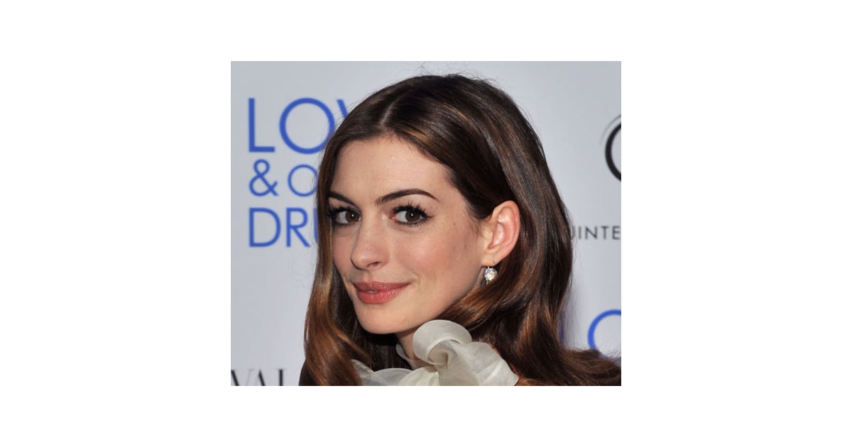 Anne Hathaways Makeup Look At The Love And Other Drugs Nyc Premiere