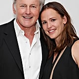 Jennifer Garner and former Alisa costar Victor Garber smiled for a photo.