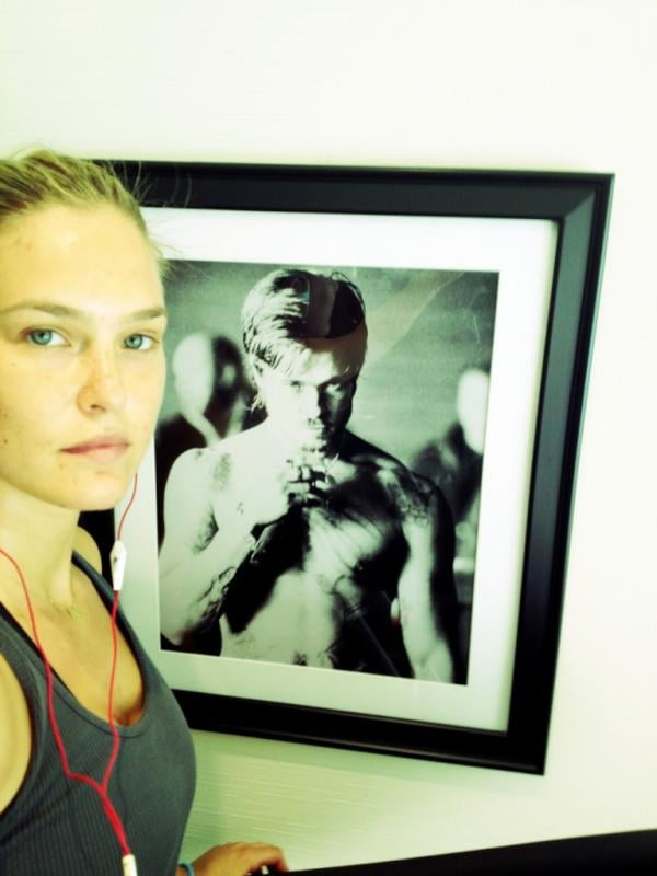 Bar Refaeli got some workout inspiration from a Fight Club-era Brad Pitt picture while at the gym.  Source: Twitter user BarRefaeli