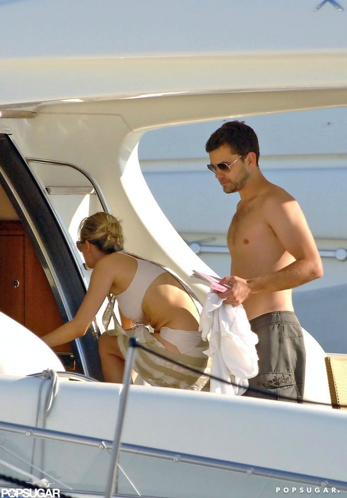 In August 2007, a shirtless Joshua Jackson and bikini-clad Diane Kruger taveled to St.-Tropez.