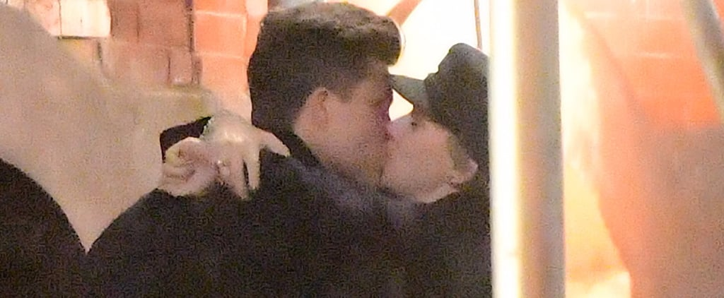 Scarlett Johansson and Colin Jost Kissing Pictures Nov. 2017