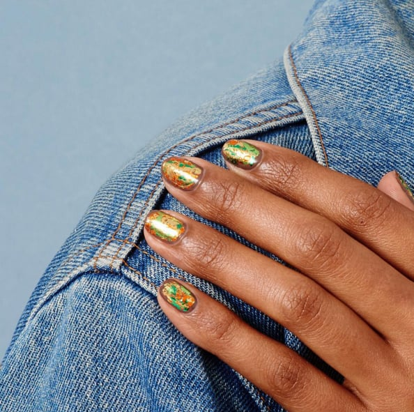 Nageldesigns und Manikürideen für kurze Fingernägel