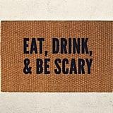 حصيرة مطبوعة بعبارة Eat, Drink, and Be Scary (بسعر 40$ دولار أمريكيّ؛ 147 درهم إماراتيّ/ريال سعوديّ)