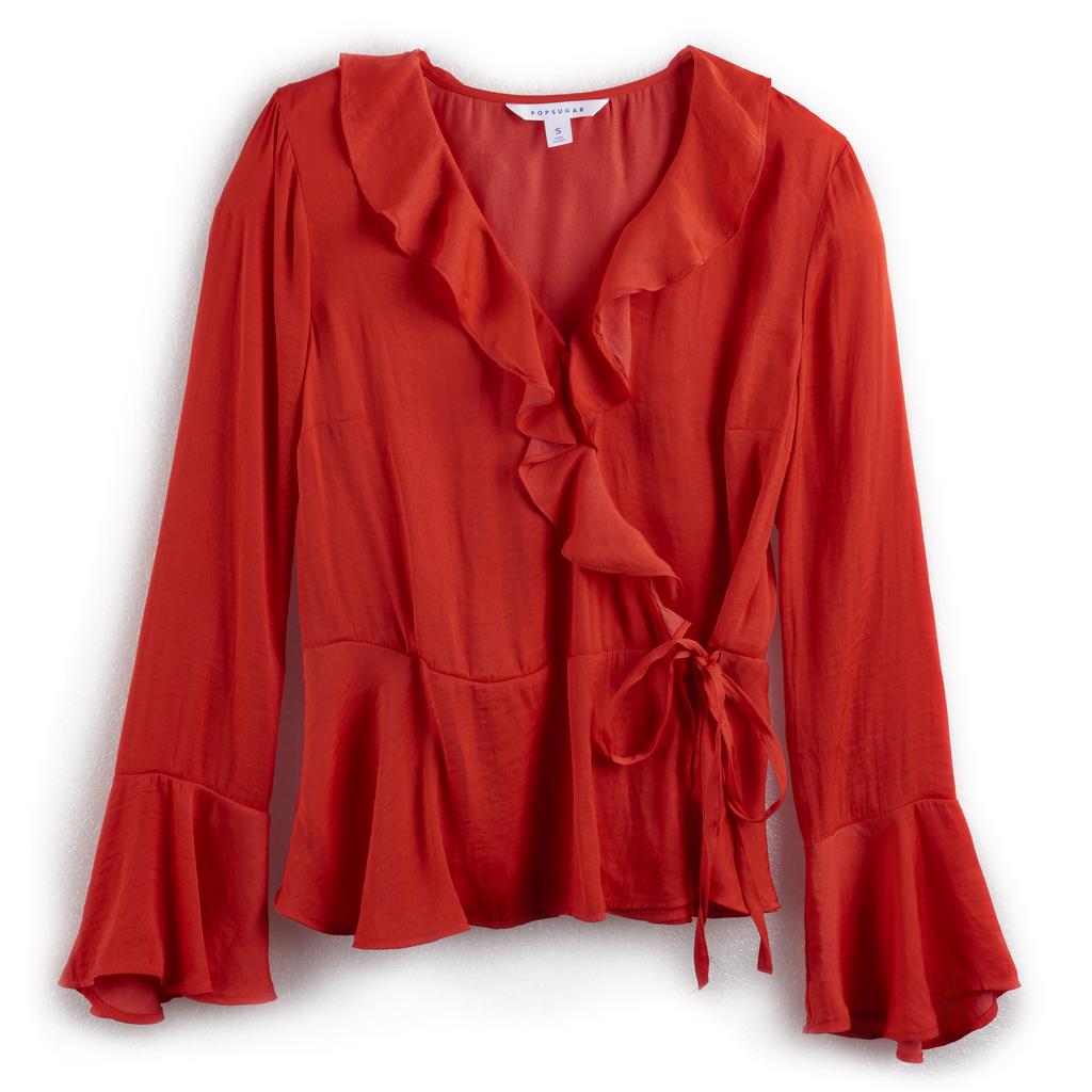 قميص كشكش ذو لفّات ثابتة باللّون الأحمر