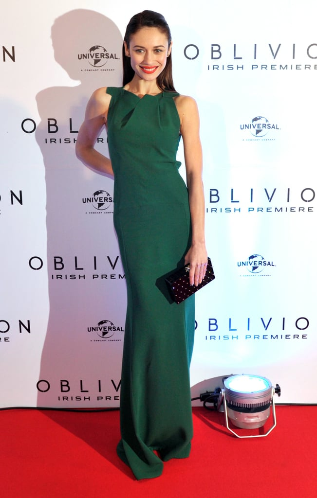 Olga Kurylenko looked stunning in a green Roland Mouret gown at the Dublin premiere of Oblivion.