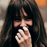 اصطنعي الابتسامة أمام الآخرين، وفي نهاية المطاف، ستشعرين أنّكِ تبتسمين من قلبكِ فعلاً!