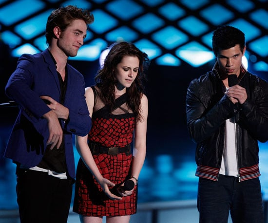 Photo Slide of Robert Pattinson and Kristen Stewart at MTV Awards