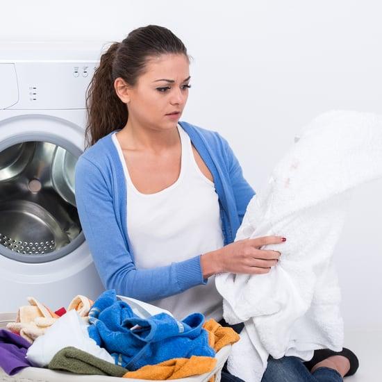 طريقة إزالة كريم الأساس من على الملابس