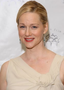 Laura Linney Wins the Golden Globe For Best Actress in TV, Musical or Comedy 2011-01-16 18:46:42