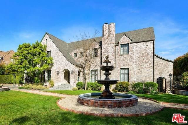 Scandal Creator Shonda Rhimes's New House Is as Dramatic as Her Storylines