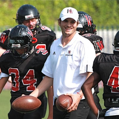 Ashton Kutcher Coaches Football 2008-09-14 08:46:17