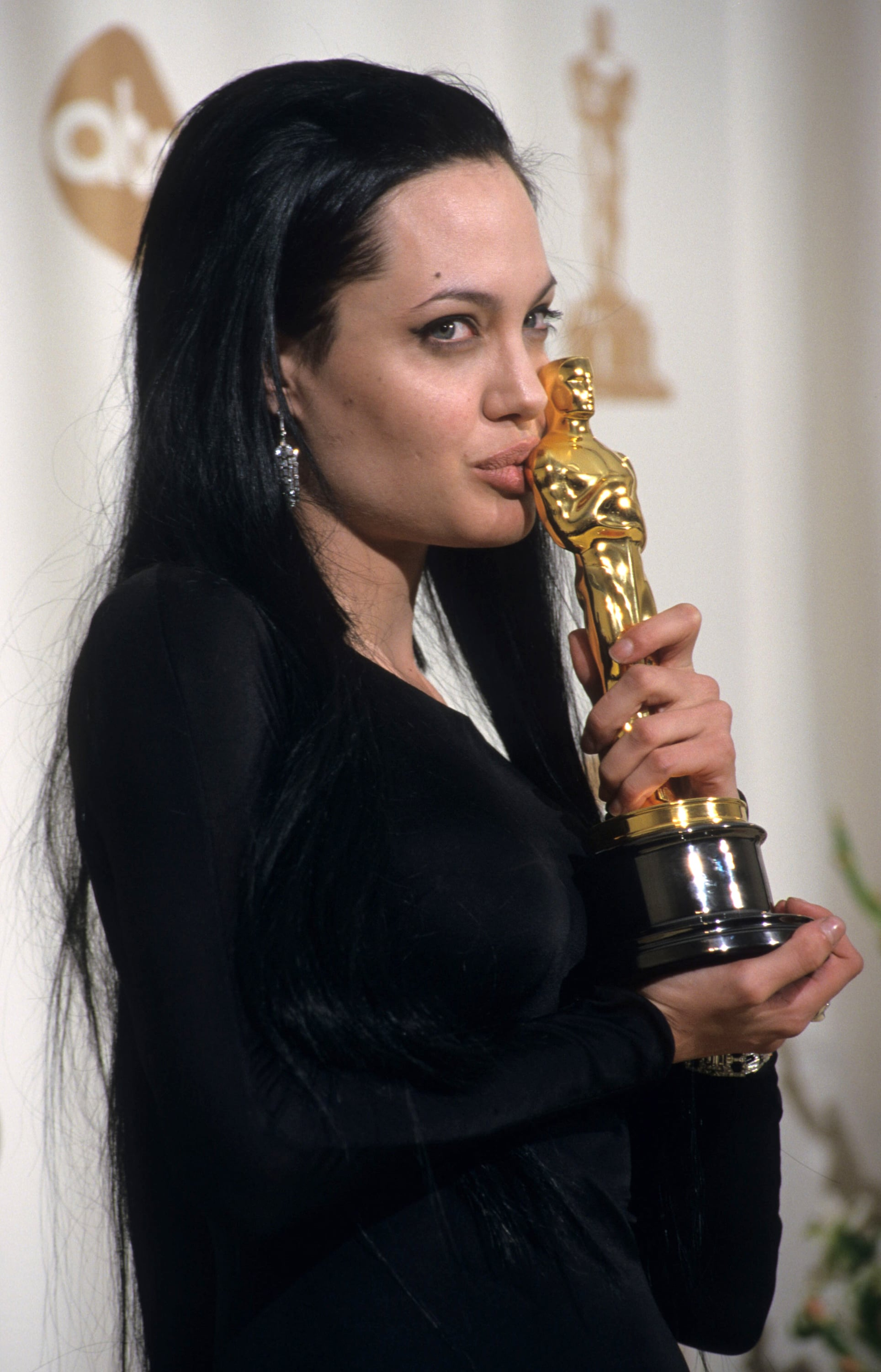 Angelina Jolie's brother wasn't the only one who got some ... Angelina Jolie Brother Kiss Oscars