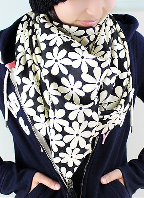 Romwe Tassel Floral Print Black Scarf