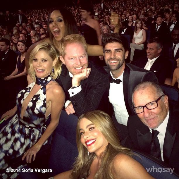 Kerry Washington photobombed the cast of Modern Family's photo. Source: Instagram user sofiavergara