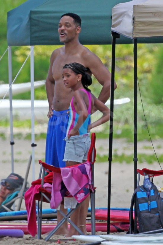 Will Smith went shirtless for a day on the beach in Hawaii with his kids Willow and Jaden. Will Smith's six-pack is always a welcome sight and has been a staple on movie sets in year's past. Now it's time for the Smith family to relax after Will spent the Spring and early Summer shooting Men in Black III in NYC. While Will worked on the latest installment in his blockbuster franchise, his successful kids racked up appearances in the spotlight. Willow and Jaden Smith won a BET award last month, and they popped up on the red carpet for Transformers: Dark of the Moon as well.