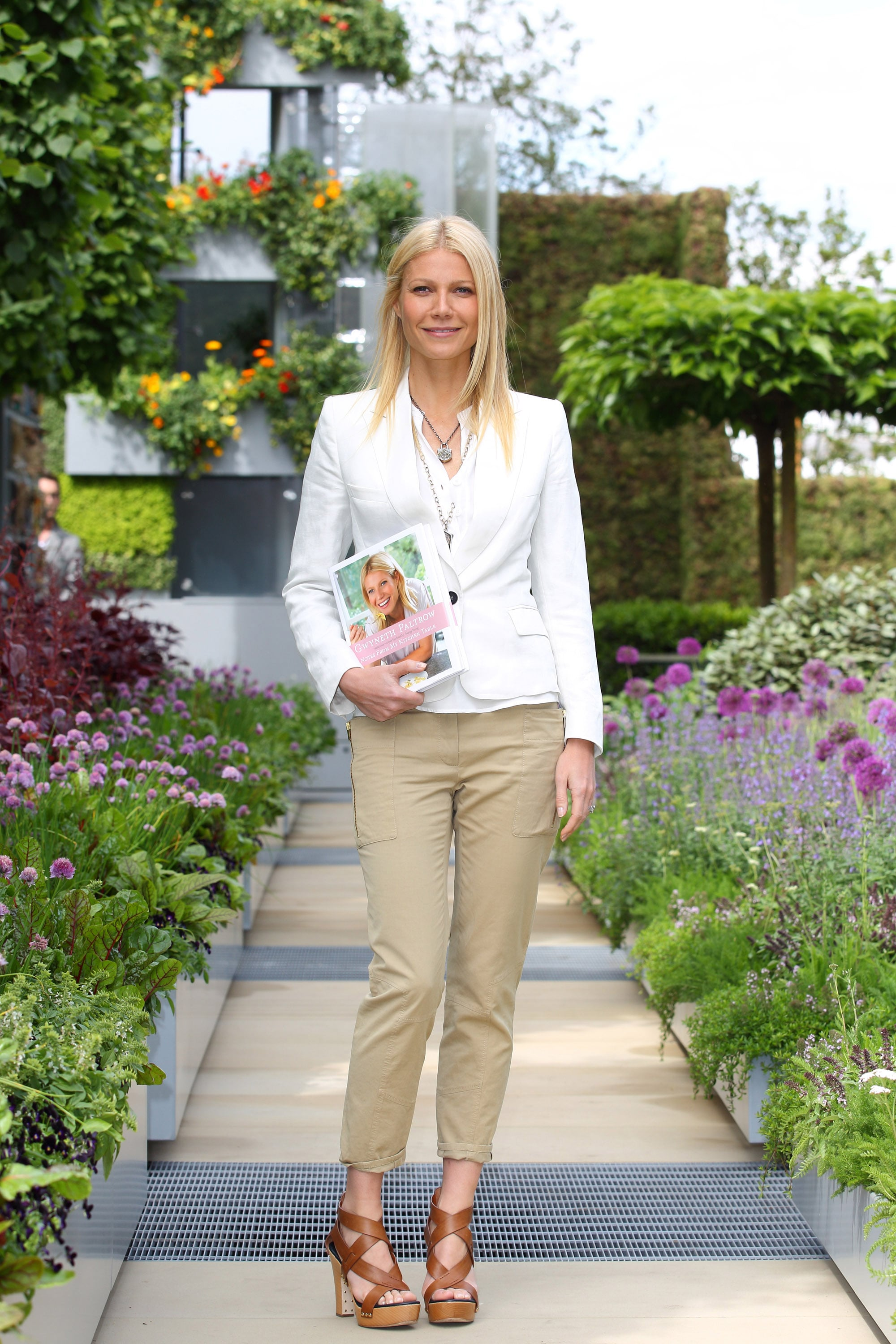 Video of gwyneth paltrow rapping and pictures of gwyneth at the image watchthetrailerfo