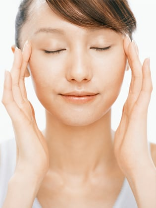 How to give yourself a facial massage popsugar beauty do you have just a few moments to spare for instant relaxation then its time for a diy facial massage shiseidos lien huynh says that all it takes is a solutioingenieria Image collections