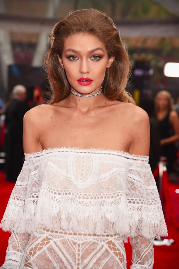 Gigi Hadid Makeup and Hair at the 2016 American Music Awards