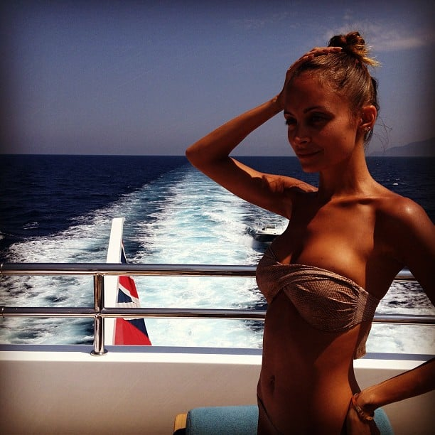 Nicole Richie showed off her toned bikini body while hanging out on a boat in Italy. Source: Instagram user nicolerichie