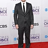 Stephen Amell hit the People's Choice Awards red carpet.