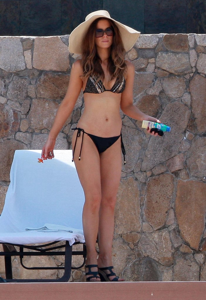 In September 2010, Kate Beckinsale showed off her bikini body while vacationing in Mexico.