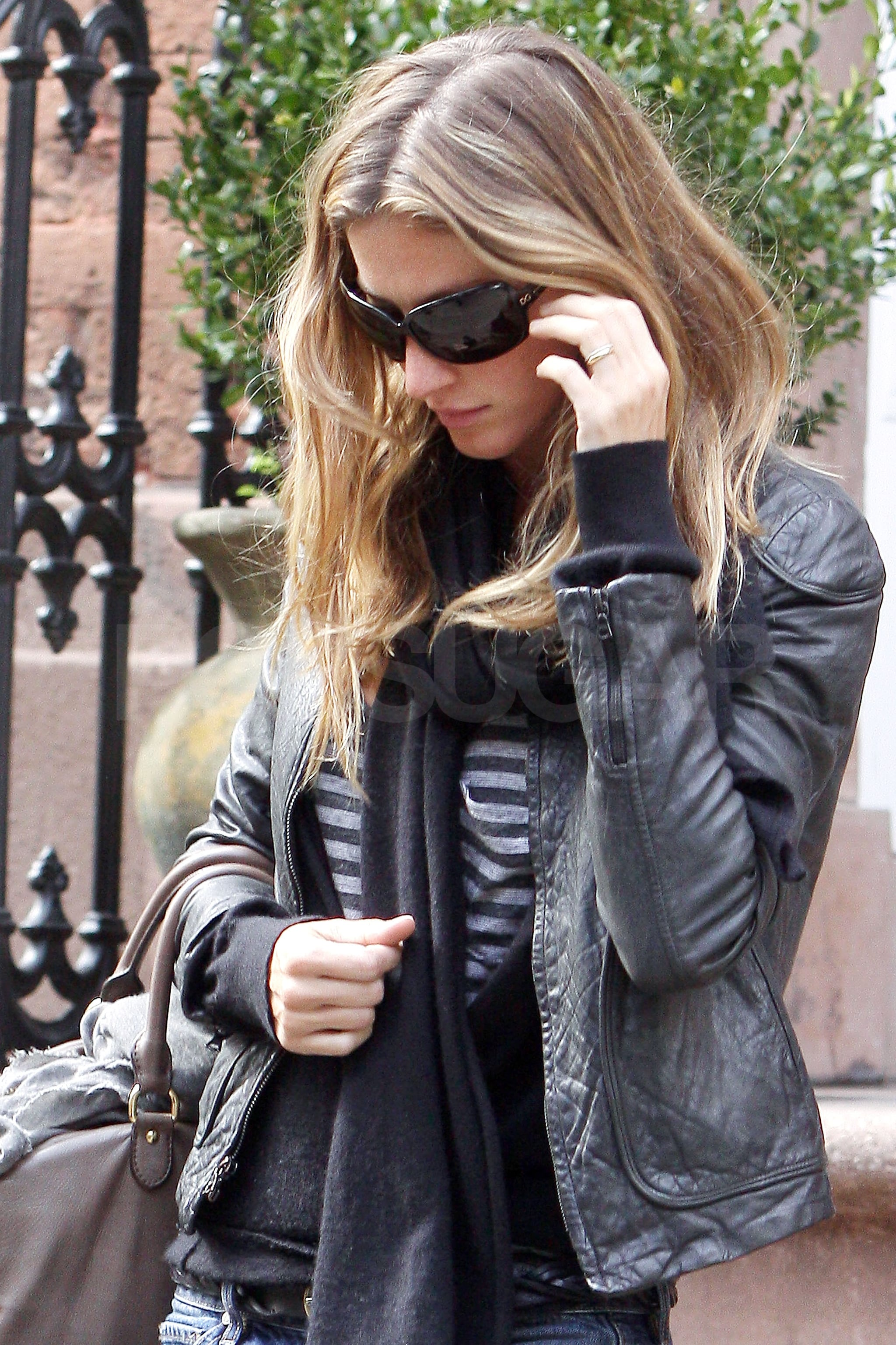 Photo Of Gisele Bundchen Showing Off Her New Wedding Ring In NYC | POPSUGAR Celebrity