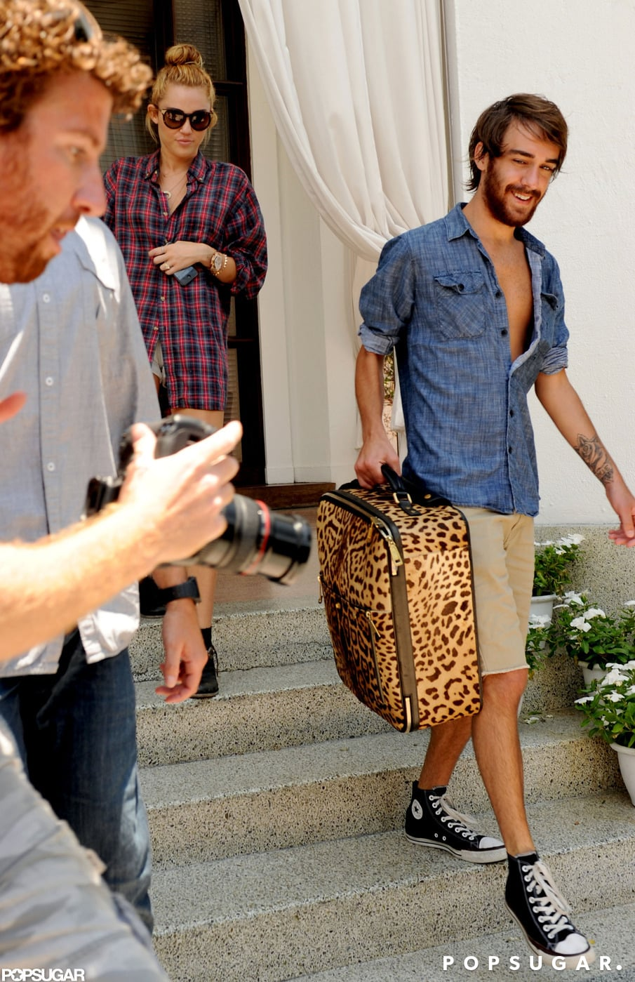 Miley Cyrus and her friend Cheyne Thomas left her Miami hotel.