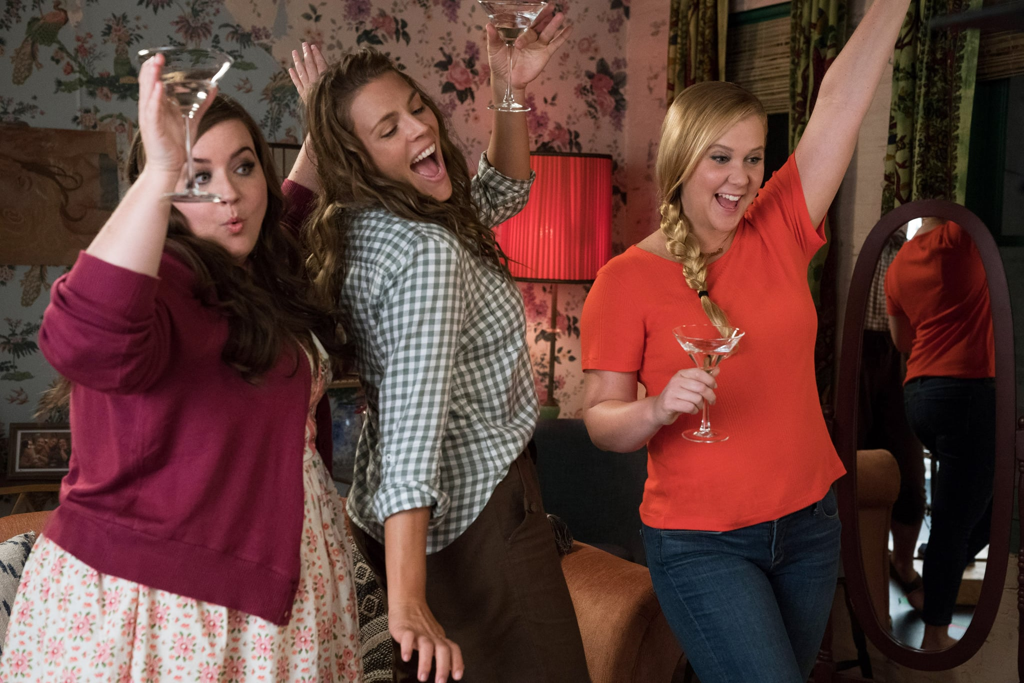 I FEEL PRETTY, from left: Aidy Bryant, Busy Philipps, Amy Schumer, 2018. ph: Mark Schafer/  STX Entertainment /Courtesy Everett Colletion