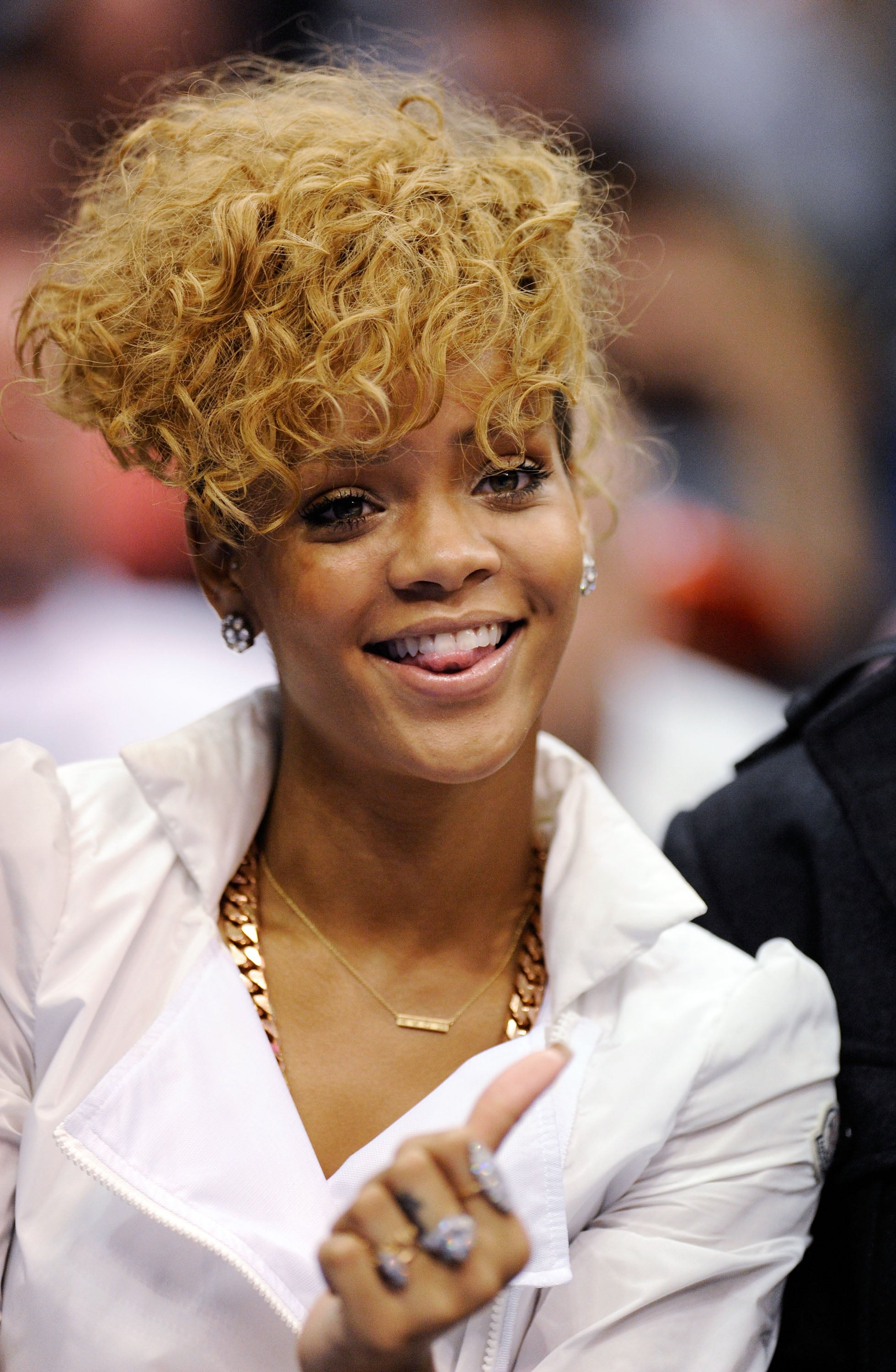 rihanna hair style rihanna and matt kemp at a lakers popsugar 8903