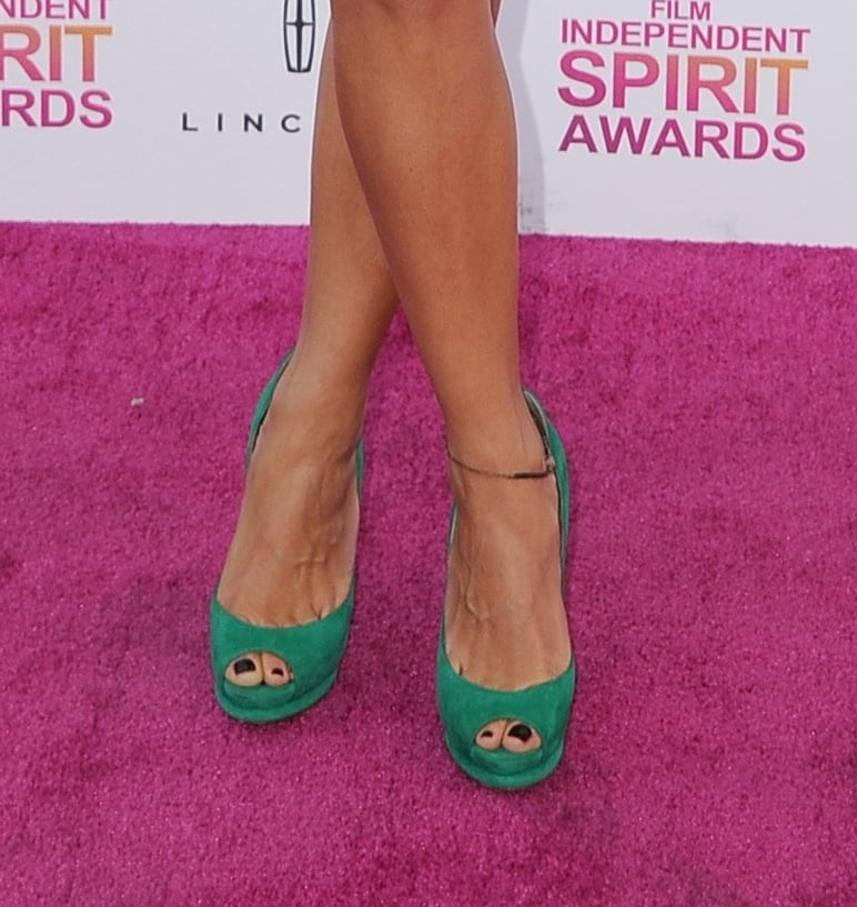 Green Nicholas Kirkwood peep-toes were the perfect finish to Rashida Jones's Stella McCartney dress at the Spirit Awards.