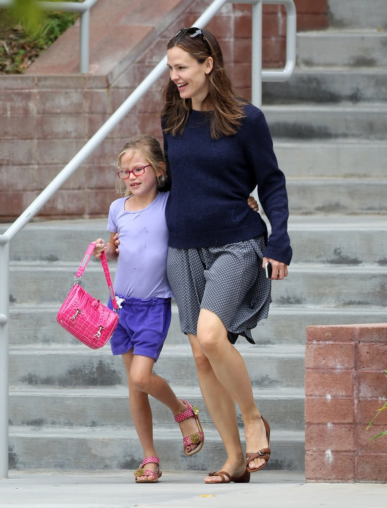Jennifer Garner walked with Violet.