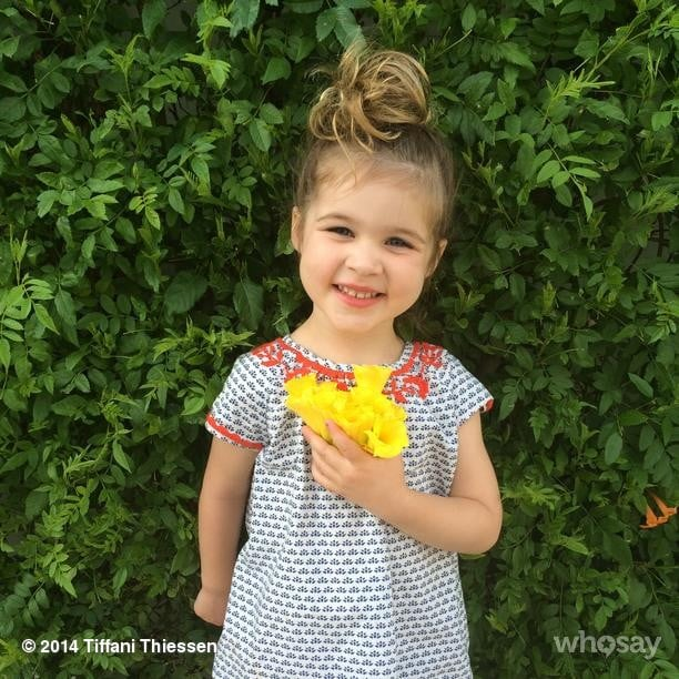 Harper Smith was ready to give mom Tiffani Thiessen a bouquet of flowers on Mother's Day. Source: Instagram user tathiessen
