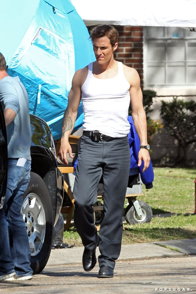 Matthew McConaughey showed off his muscles on his new True Detectives set.