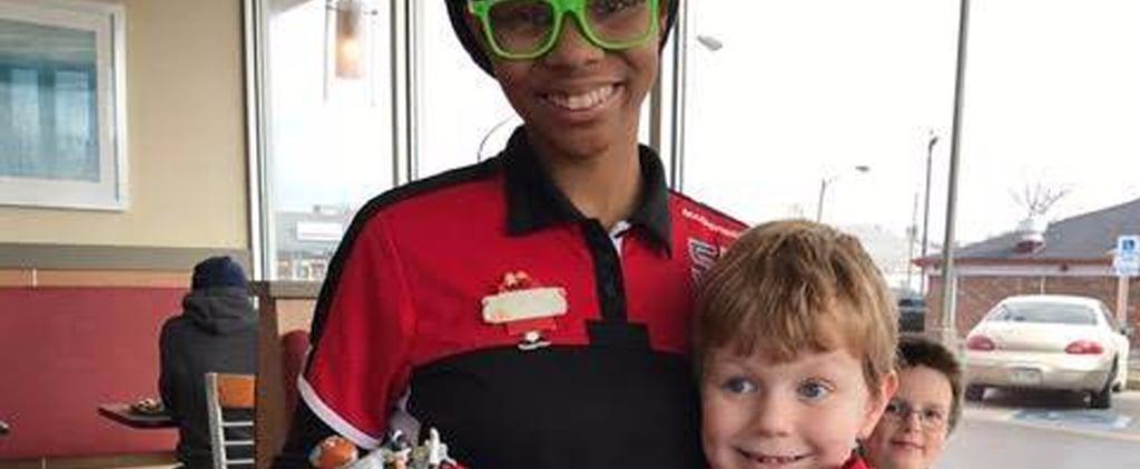 عمل مؤثّر قامت به موظّفة كاشير ماكدونالدز لتُسعد طفلاً مصاباً بالتوحّد