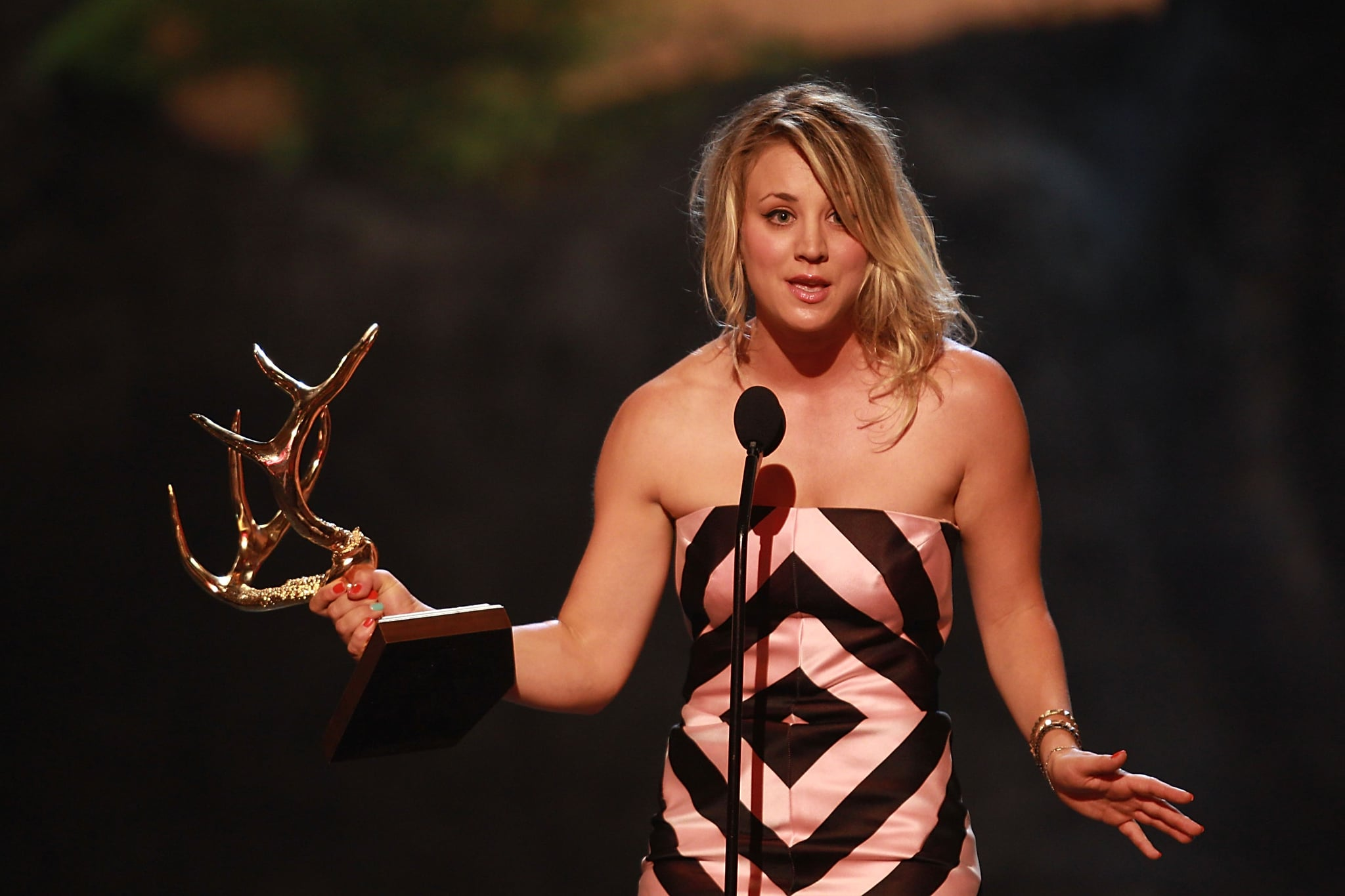 Kaley Cuoco chose a loosely tousled updo for her appearance at the Guys Choice Awards.