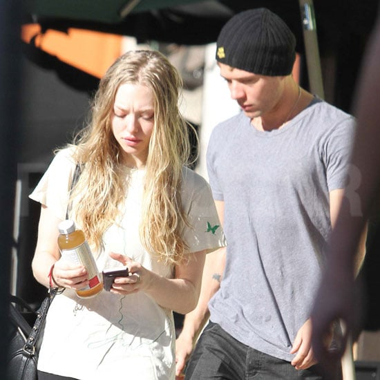 Amanda Seyfried had a break from filming Now yesterday to pick up DIY painting supplies at an LA Home Depot, and this morning she was out again with hot dad Ryan Phillippe carrying a bottle of Kombucha — do you enjoy the fermented drink? She and Ryan have been keeping close lately between their daytime shopping trips and casual outings. Ryan has even stopped by to say hello to Amanda on set while she shoots with Justin Timberlake. Regardless, many of you are still surprised to see that their Halloween hookup has lasted so long.