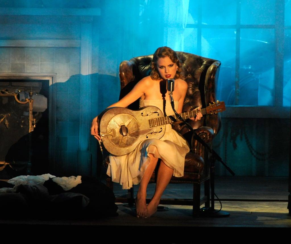 Taylor Swift Performing at the 2010 VMAs