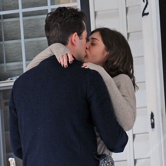 Lizzy Caplan and Joseph Gordon-Levitt Kissing | Pictures