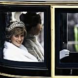 الأميرة ديانا مرتديةً تاج عقدة العاشق