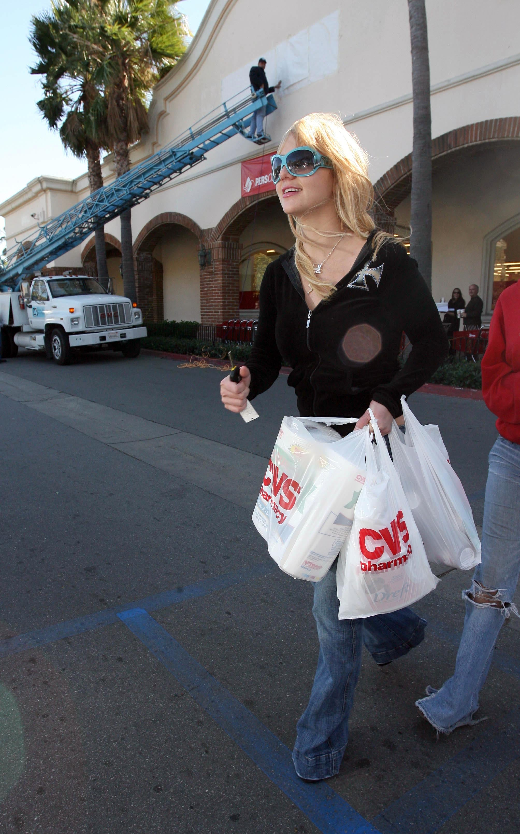 britney_spears_061129_29