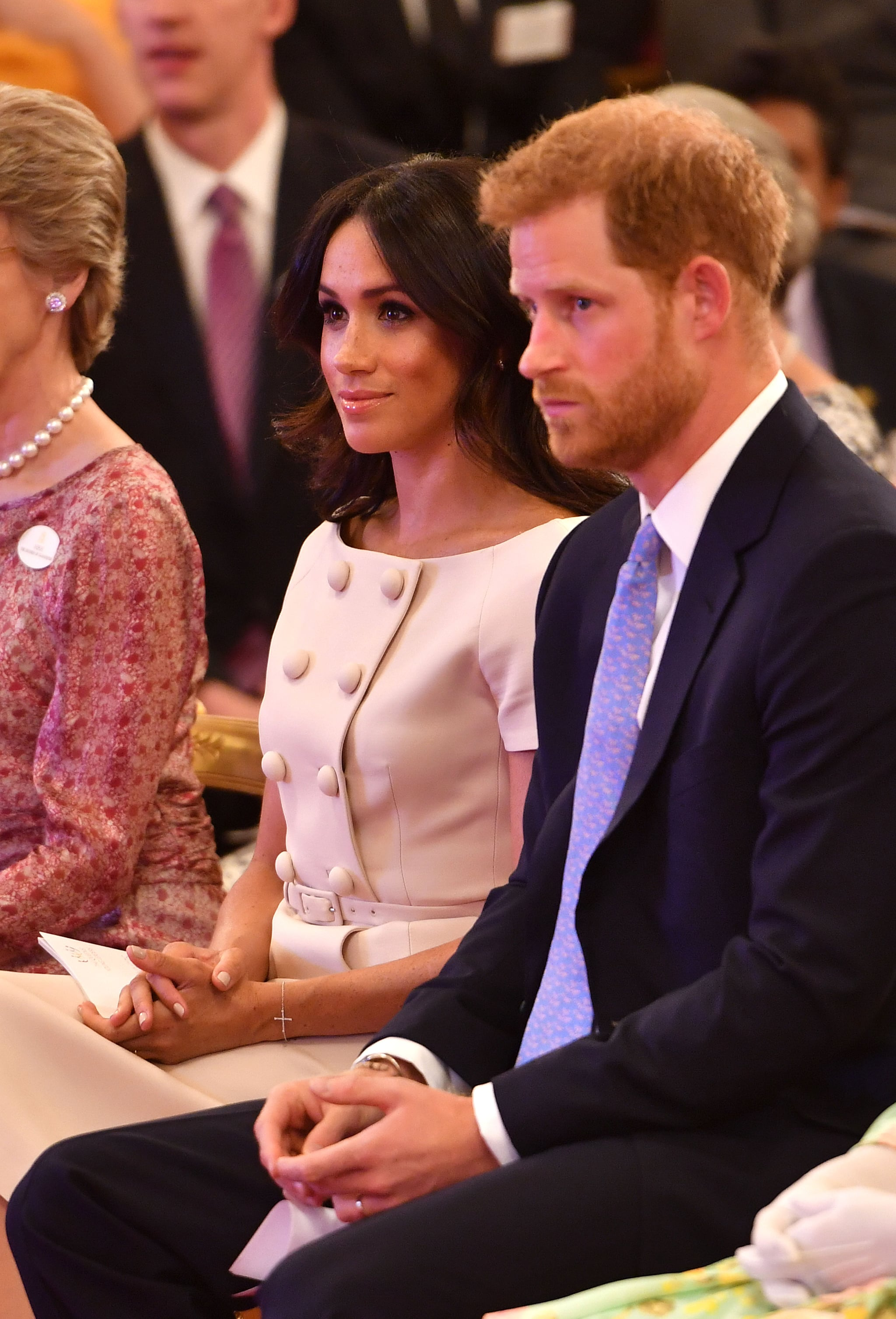 prince harry avoiding meghan markle s hand video june 2018 popsugar celebrity prince harry avoiding meghan markle s