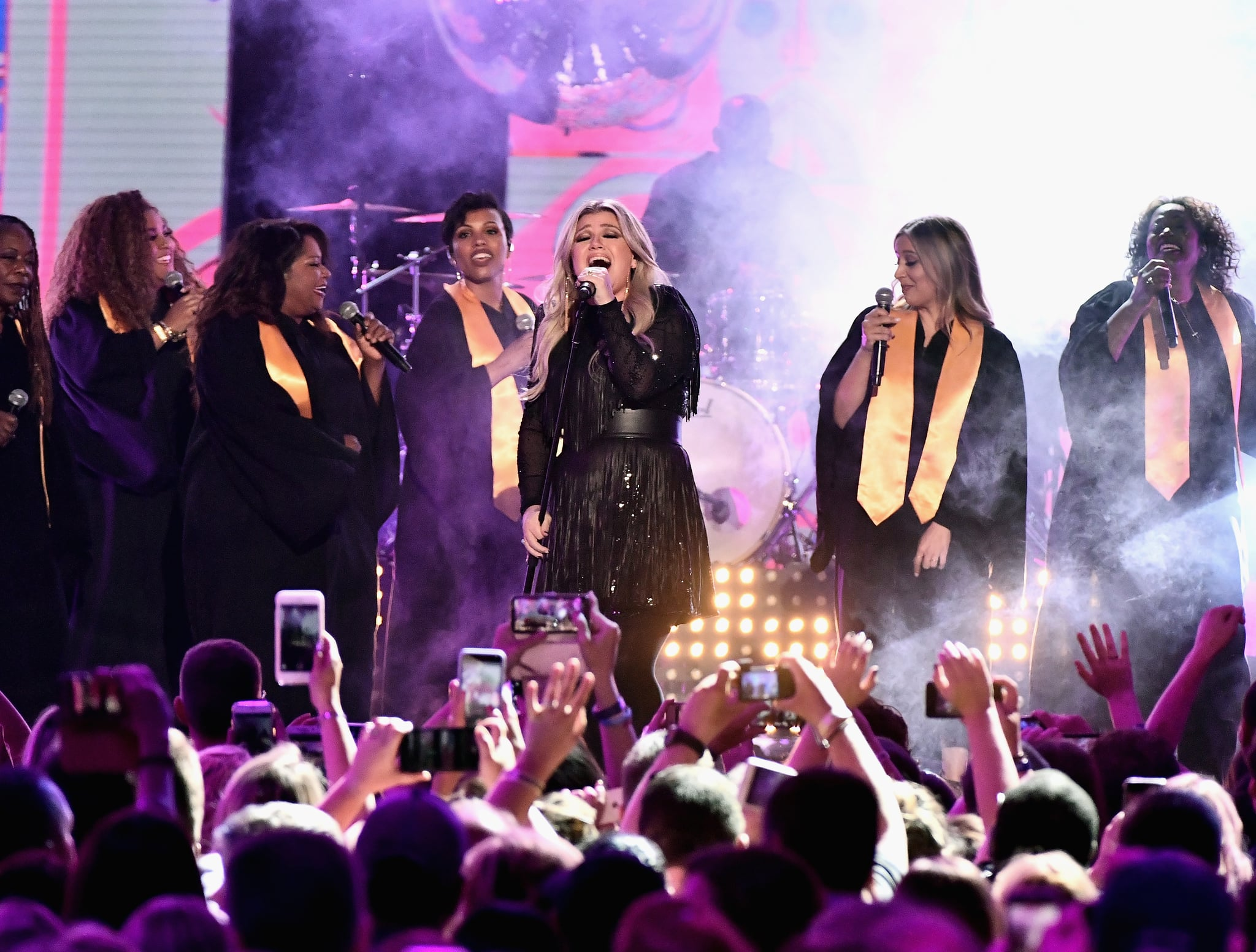 NASHVILLE, TN - JUNE 06:  Kelly Clarkson performs onstage at the 2018 CMT Music Awards at Bridgestone Arena on June 6, 2018 in Nashville, Tennessee.  (Photo by Michael Loccisano/WireImage)